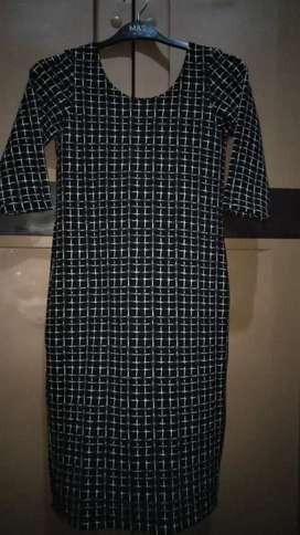 Dress monochrome body fit
