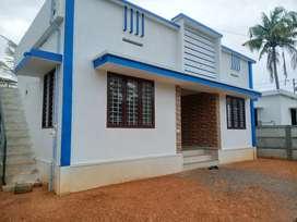 4 cent 850 sqft 3 bhk new build at paravur aluva road thattampady
