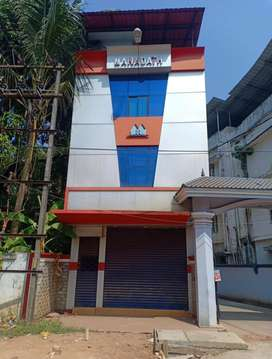 Aluva bank junction 1.2cent 700sqt 3floor fully furnished office 49lak