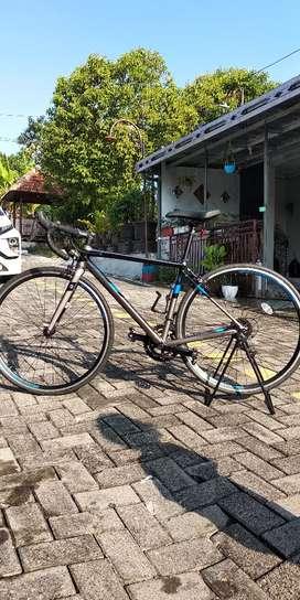 Sepeda Balap Polygon Strattos S2 (Ukuran S)
