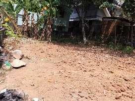 Mannanthala 25m from mc road 14 cent 8 lakh