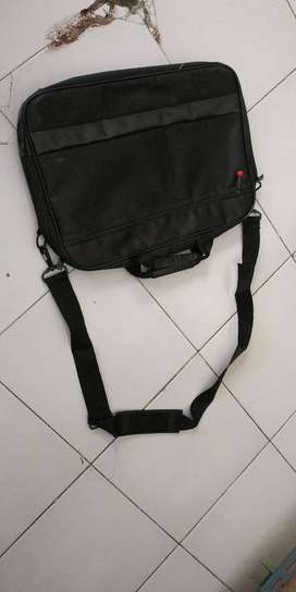 Ready tas laptop merk TOSHIBA kandel untuk 14 dan 15in muat