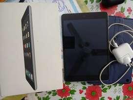 I pad mini 2 32 gb 1560*2040 ' 10 hours battery life
