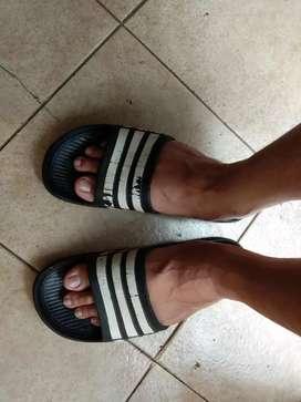 Jual sandal adidas.. Lama kesimpan di rak sepatu.. Ukuran 41/42..murah
