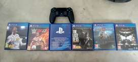 Ps4 controller and 5 games.playstation 4
