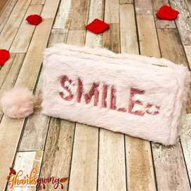 New smile fluffy fur hand wallet