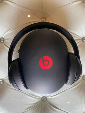 Beats studio 3 with noise cancelation