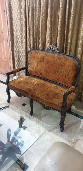 4 seater chairs set available