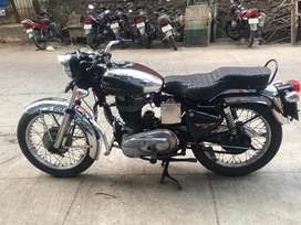 Old model royal enfield 350 classic in very good condition