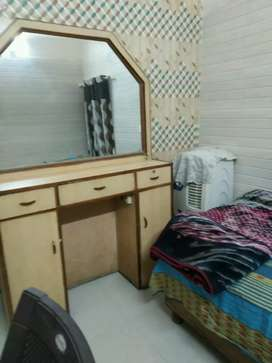Girls and boys pg single room available near Tagore garden Metro Stati