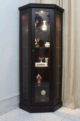 New arrival corner showcase with glass shelves and light best quality