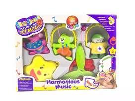 Mainan gantungan dilengkapi musik cocok untuk bayi
