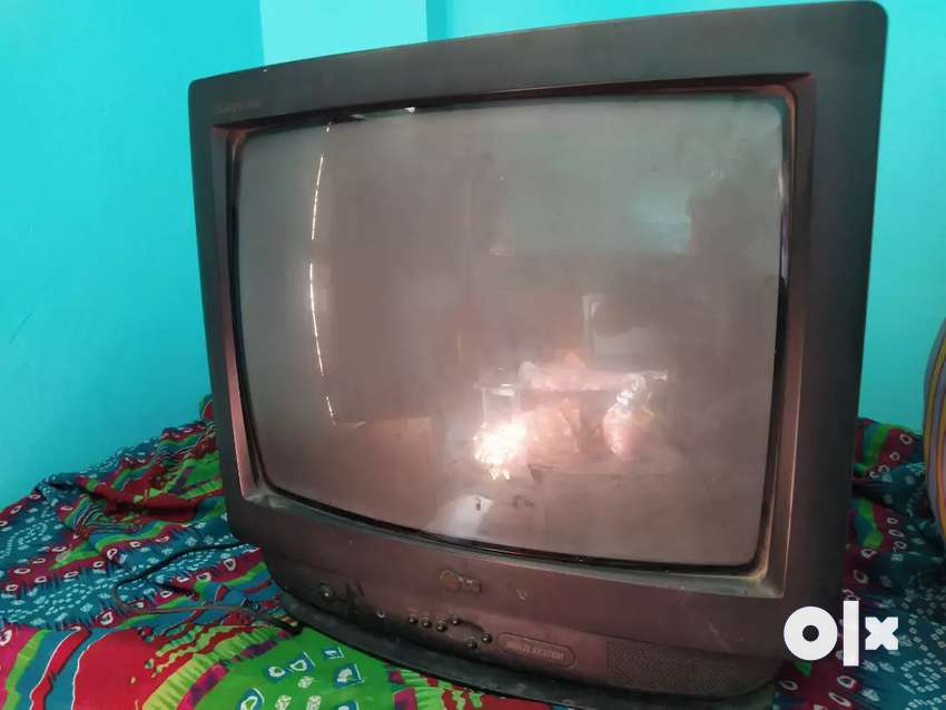 2 tv set only in 4000 rs interested people call me or msg me 0