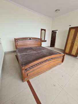 Top quality second hand wooden bed for sale