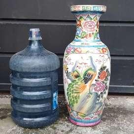 Guci keramik besar Made in China antik