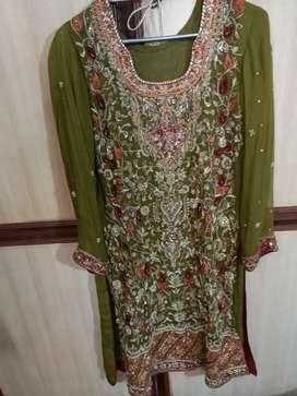 7 hous used dress for sale