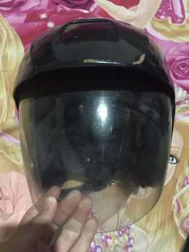 Helm LTD warna hitam