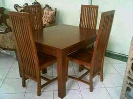 set meja makan santos dan 4 kursi 912