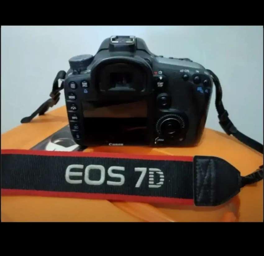 Kamera Canon EOS 7D   NEGO