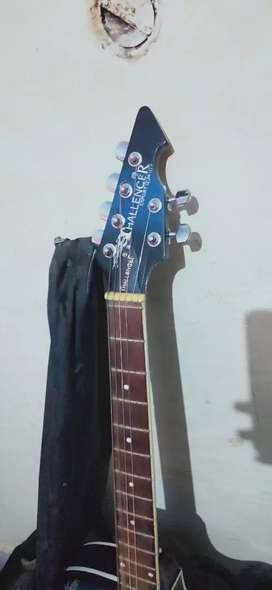 Best guitar With bag and plecturm