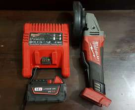 Milwaukee M18 Fuel CAG125XPD brushless angle grinder