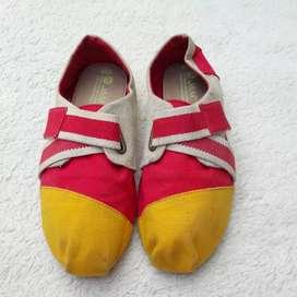 Sepatu J&M kanvas