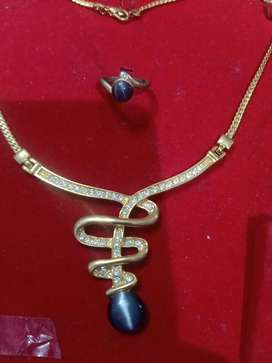 Necklace and earrings antique piece of set guaranteed and attractive