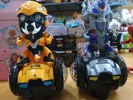Robot joget bumble bee dan optimus