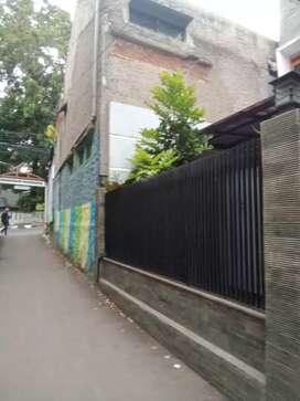 Rumah di jalan Setiabudi cocok untuk usaha atau untuk kantor.