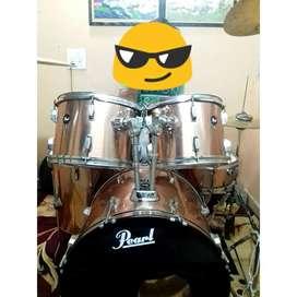 Excellent condition pearl 5 pcs drum set