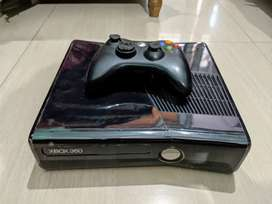 Xbox 360 500GB mint condition fully laminated