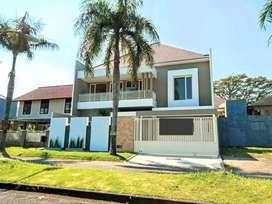 Rumah baru mewah 2 lantai akses jalan kembar di Araya kota Malang