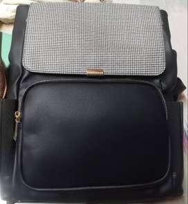 Van Heusen Autumn-Winter 19 Women's Shoulder Bag (Black/White)