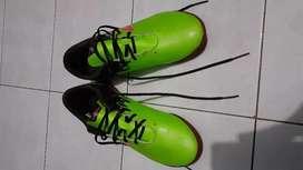 Sepatu futsal New Balance Visaro