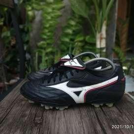 Sepatu Bola Mizuno Quasar 5 Cup TM Black