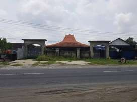Tanah ada bangunan joglo di jalan raya sukoharjo wonogiri