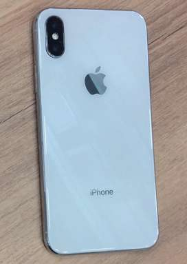 Apple iPhone X 64 GB White with accessories and store warranty.