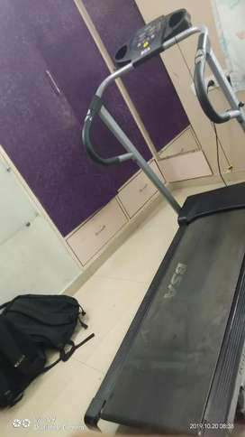 Motorised treadmill with pulse and heart rate monitor