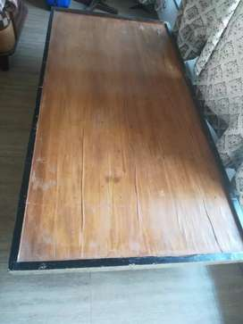 Single wooden Diwan in good condition