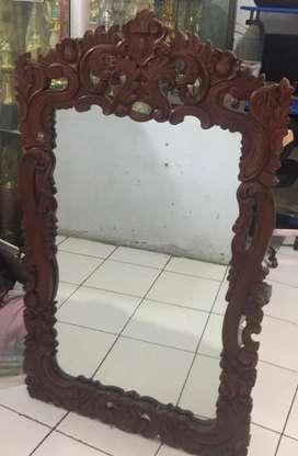 Kaca Cermin Bingkai Ukir Antik