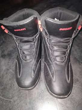 Ducati shoes for men size 6.. bikers will be buy this shoes