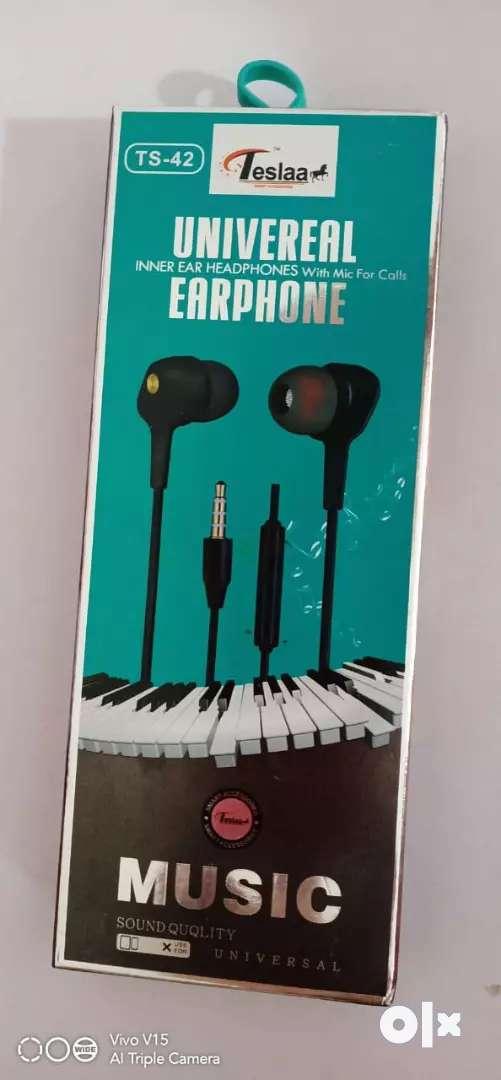 TESLA EARPHONE 0