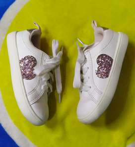 Sepatu anak Charter's