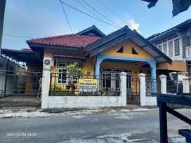 Dijual Rumah Dan Toko..Ukuran Rumah 209 M2  Toko 108 M2
