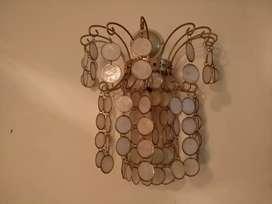 Lampu dinding antik dari kerang