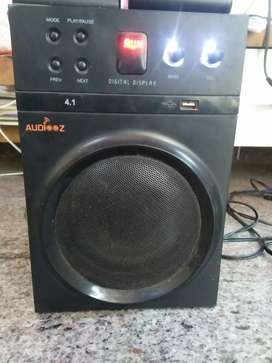HOMETHEATER AUDIOZ VERY GOOD CONDITION