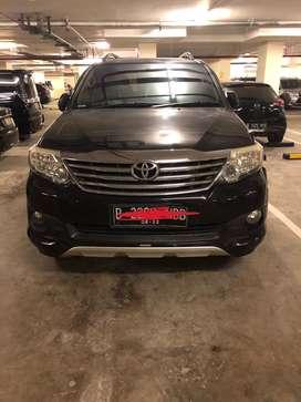 Dijual mobil toyota fortuner 2.7G Lux AT