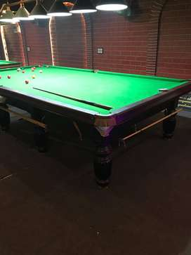 Snooker table with accessories in Indian slates
