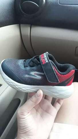 Sepatu skechers anak