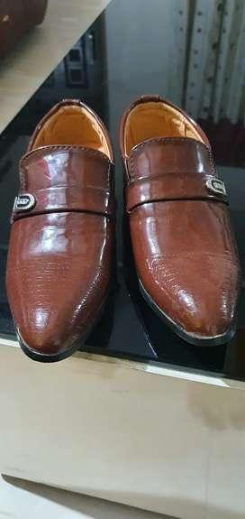 Shoes for boy aged 5 to 6 yrs age..branded shoes..totally unused..